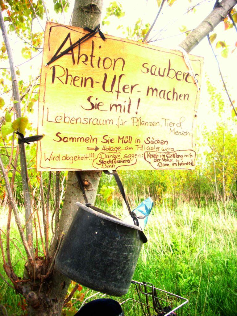 Schild-Aktion Sauberes Rheinufer