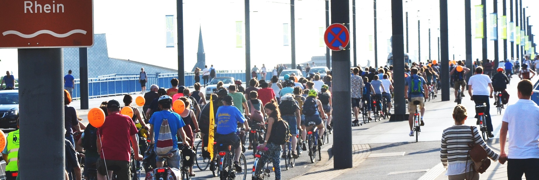 Critical Mass Kennedy Brücke