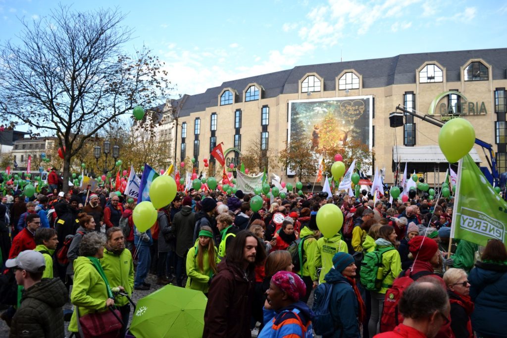 Demonstranten auf dem MÜnsterplatz