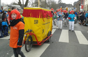 Bolle auf einem Karnevalszug