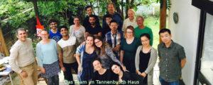 Menschen auf eine Terasse des Tannenbuschhouse