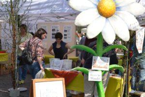 Saatgutverteilung auf dem Bonner Frühlingsmarkt