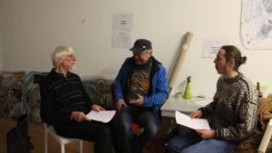 Velowerft-Projektinitiator Ulrich Buchholz (l.) und Oleg Zurmühlen (r.) im Interview mit Lastenradbauer Wilfried Nißing (m.)