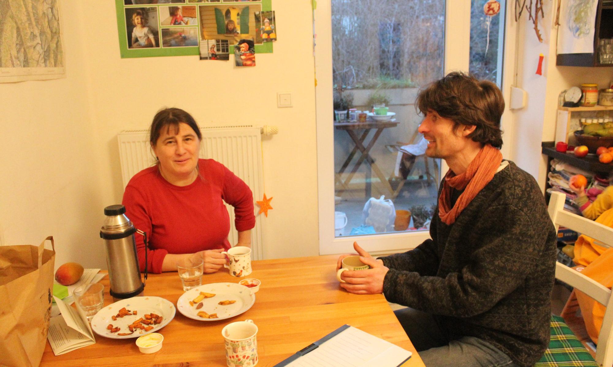 Ulrike (l.) und Raphael (r.) von der Nachbarschaft Sachsenstraße/Alemannenweg im Interview mit Oleg Zurmühlen
