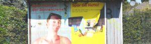 Plakat mit Werbung