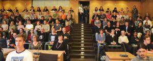Besuchertribüne des Plenarsaales in Bonn voll besetzt