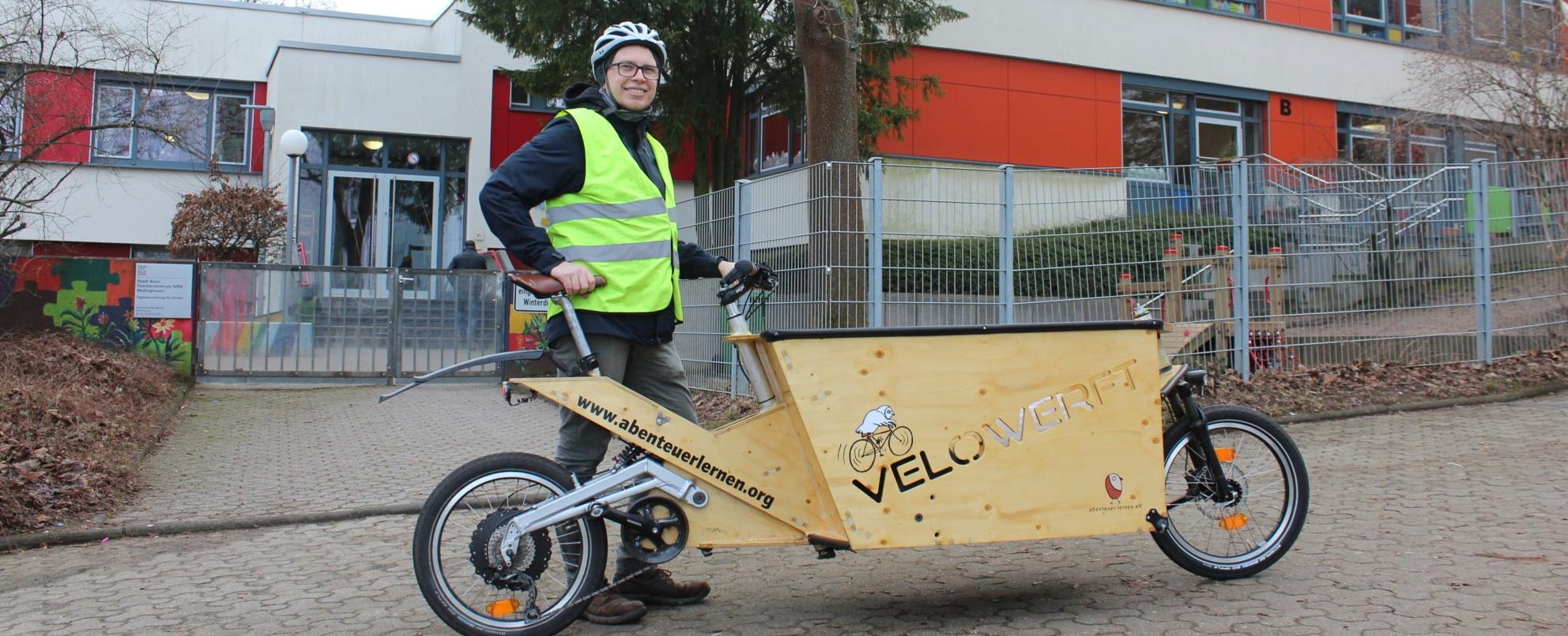Paul Hennig mit Lastenrad