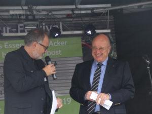 Bürgermeister Limbach vor seiner Eröffnungsrede mit Moderator Stefan Gothe